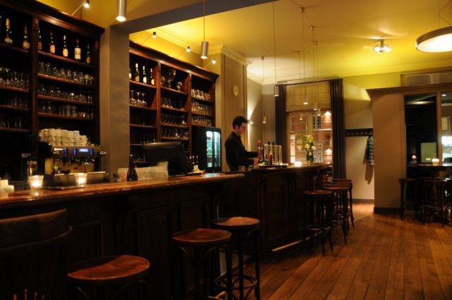Restaurant met sfeervol interieur tuinterras en speeltuin for Gulden interieur